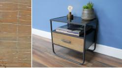 Table de nuit en bois de sapin brut et métal tubulaire, un tiroir et plateau en verre épais, style moderne, 47cm