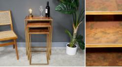 Série de 3 tables gigognes en métal avec plateaux finitions cuivrées vieillies, de style industrialo chic, 70cm