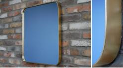 Miroir rectangulaire avec encadrement en métal effet laiton brossé, ambiance moderne, 60cm