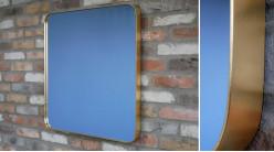 Miroir carré avec encadrement en métal finition laiton effet ancien, ambiance linéaire épurée, 70cm