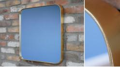 Miroir de forme carrée avec encadrement en métal effet laiton ancien, ambiance linéaire moderne, 50x50cm