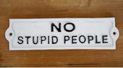Plaque murale en fonte, Non aux personnes stupides, noir et blanc, 22cm
