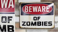Plaque murale en métal, Attention aux zombies, finition effet ancien et oxydé, 40cm