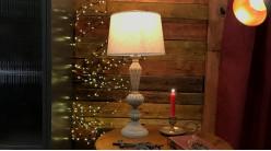 Pied de lampe en résine effet bois sculpté, finition légèrement blanchi, ambiance vieille maison, 46cm
