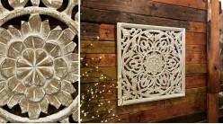 Grand panneau en bois sculpté finition naturel effet blanchi, ambiance mandala avec rosaces pleine au centre, 60cm