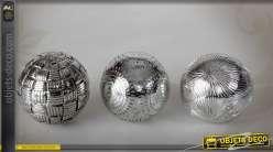 Série assortie de trois boules décoratives finition chromée