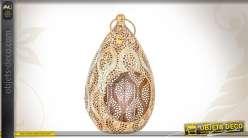 Lanterne en métal ajouré en forme de goutte coloris doré