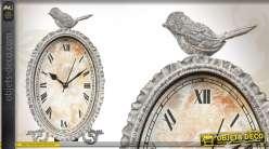 Horloge ovale de style ancien patinée gris antique