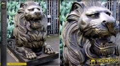 Statue animalière d'un lion allongé finition bronze antique