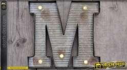 Décoration murale en métal Lettre M avec éclairage LED