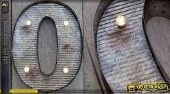 Décoration murale en métal Lettre O avec éclairage LED