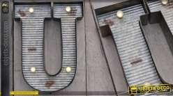 Décoration murale en métal Lettre U avec éclairage LED