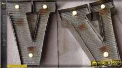 Décoration murale en métal Lettre V avec éclairage LED