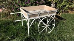 Grand chariot jardinière en bois et métal style rétro, finition effet vieilli, ambiance fer forgé modèle Alessia, 127cm