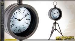 Horloge en métal sur trépied de style industriel