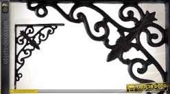 equerre murale blanc patin en m tal de style fer forg. Black Bedroom Furniture Sets. Home Design Ideas