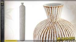 Grand vase décoratif coloris blanc à la finition vieillie