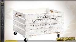 Caisse en bois ancienne blanche et sur roulettes
