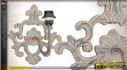 Applique murale ornementée en métal patiné finition vieillie