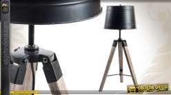 Lampe de table industrielle en bois et en métal