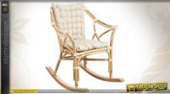 Fauteuil rocking-chair en rotin avec coussins coloris blanc