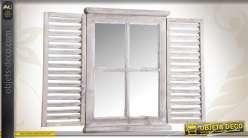 Miroir mural en forme de fenêtre avec volets