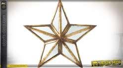 Miroir déco murale en forme de grande étoile dorée et vieillie