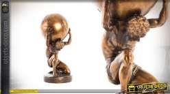 Statuette d'Atlas portant le monde effet vieilli doré en résine