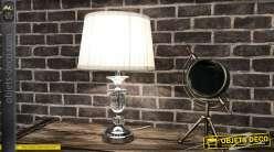 Lampe métal chromé avec pièce d'enfilage en verre et abat-jour blanc plissé 48 cm