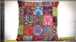 Grand coussin 60 x 60 de style indien effet quadrillage en patchwork
