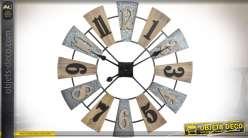 Horloge en forme de roue d'éolienne ancienne en bois et métal Ø 60 cm