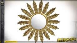 Miroir rond en bois en forme de soleil finition dorée effet vieilli Ø 79 cm