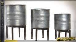 Série de trois jardinières aspect zinc vieilli sur pieds style indus 40 cm