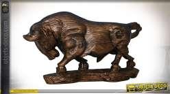 Statuette de taureau imitation bois sculpté avec patine bronze 53,5 cm