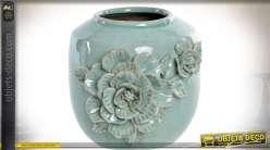 Vase en céramique vert givré vernissée à motifs de fleurs en relief Ø 24,5 cm