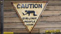 Caution drunk people crossing (attention des gens ivres traversent) !