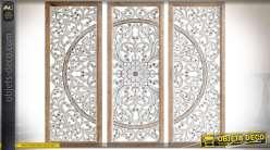 Triptyque mural en panneaux de bois sculpté motifs floraux stylisés 80 cm