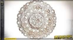 Panneau circulaire bois sculpté en relief motifs floraux patine blanche Ø 90 cm