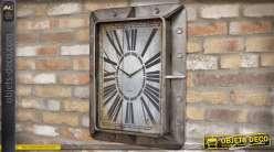 Horloge industrielle métal gris vieilli cornières épaisses boulonnées 66 cm