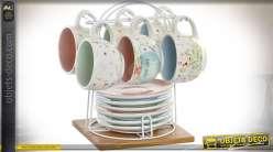 Set des six tasses à café et soucoupes en grés style rétro et romantique