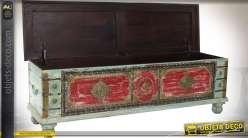 Grand coffre indien bleu clair et rouge de style indien en manguier et laiton 146 cm