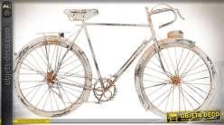 Décoration murale en métal vélo ancien patine blanche vieillie 62 cm