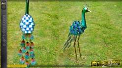 Sculpture animalière d'un paon en metal couleurs industrielles brillantes