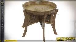 Table auxiliaire orientale piètement manguier et plateau en aluminium doré Ø 74 cm