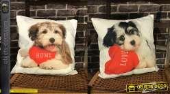 Duo de coussins complets 45 x 45 cm : motifs chiots et coeurs rouges