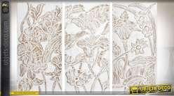 Fresque murale en triptyque bois sculpté oiseaux et fleurs patine blanche 134 cm