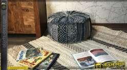 Gros pouf rond en coton épais, motifs esprit boho et coloris jean et beige effet patchwork à franges Ø 60 cm