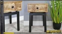 Table de nuit en manguier aux veines dorées, structure en métal, de style moderne