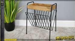 Porte revues avec plateau en manguier naturel, structure en métal noir, de style moderne