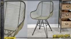 Chaise en métal avec rebords accoudoirs d'inspirations industrielles, assise en filaments de métal